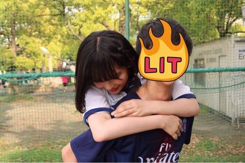【AKB48】矢作萌夏らしき人が、男に抱きついてる画像がこちら