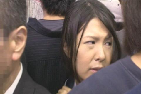 推定Hカップ 張り乳女子高生_003