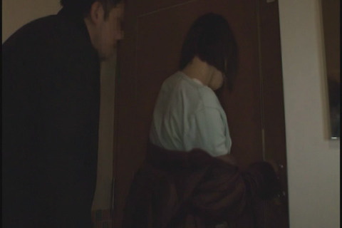 娘と参考書を選ぶシングルマザー_068