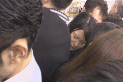 推定Hカップ 張り乳女子高生_009