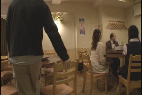 娘の入学祝いで外食をするドMママ_006