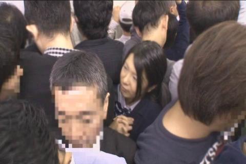 推定Hカップ 張り乳女子高生_001