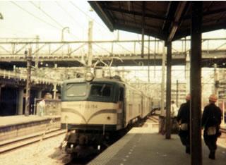 上野駅に到着する急行八甲田号の写真