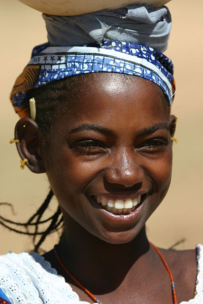 400px-Mariem_the_peul_girl_in_dogon_country_fernidand_reus