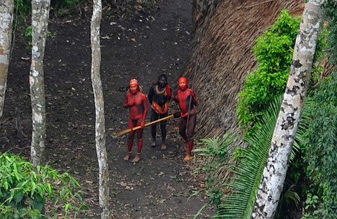 110201_uncontacted_men-close