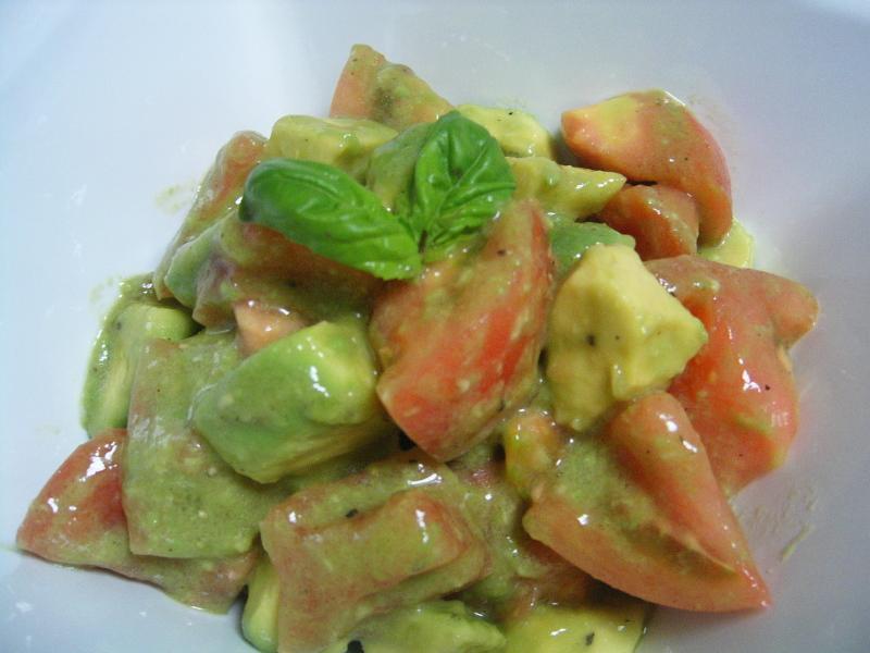 まったりな日々-アボカドとトマトのサラダ