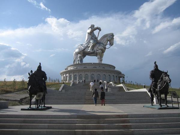 チンギスハーン像(テレルジ公園)