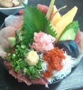 jpgてんこ盛り刺身丼