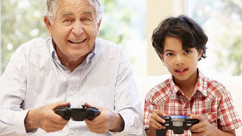 old and kid gamers