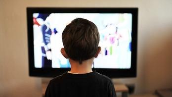 テレビ見る子供プレイ