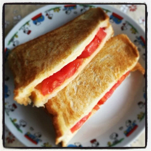 トマトチーズホットサンド
