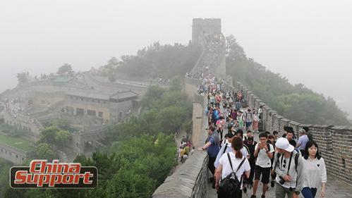 万里の長城も観光シーズン突入!八達嶺長城 1日の観光客は2万人超