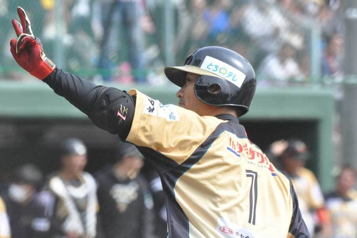 西岡剛(栃木) .423 2本 8打点 4盗塁