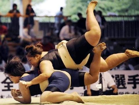 woman-sumo-1-1298629076