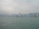 所狭しとビルが立ち並ぶ香港島、中央に見えるはエキジビジョンセンター。