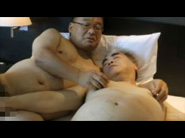 無料ゲイ動画 - 白髪親父がすっかりデブ親父の虜になってしまった。
