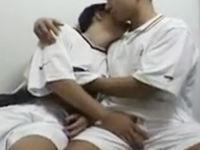 無料ゲイ動画 - スポーツに励んだ後はゲイセックスで愛し合う先輩後輩のBLカップル!意外と激しいピストンでした