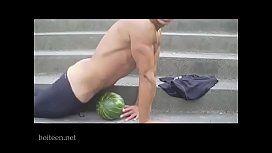 無料ゲイ動画 - ド変態ゲイ発見ww野外でスイカにチンポをブチ込んで腰を振り露出オナニーww