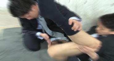 無料ゲイ動画 - [リーマン]スーツを着たままアナルセックス!!突っ張って動きにくそうだけど、見てるこっちは、その着衣SEXにそそられる!![イケメン]