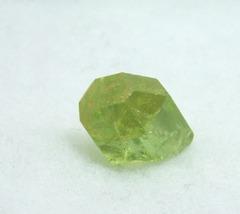 黄緑色のアパタイト原石