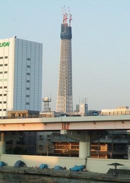 蔵前橋から東京スカイツリーを眺める