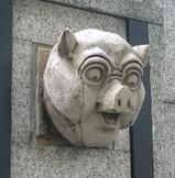 大阪ビルのブタ