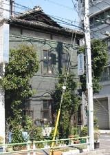 神吉町の銅張り建物