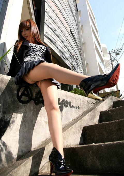 見抜き出来るハイレベルな美脚のエロ画像