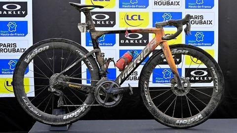 Sonny-Colbrelli-Roubaix-bike