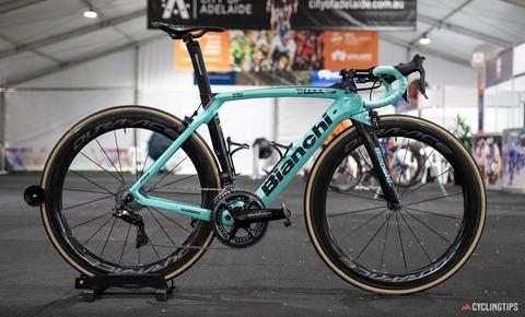 Jumbo-Visma-2020-team-bike-Bianchi-Oltre-XR4-George-Bennett-1