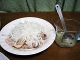 簡単ダイエットレシピ  豚しゃぶサラダの美肌タマネギソースがけ