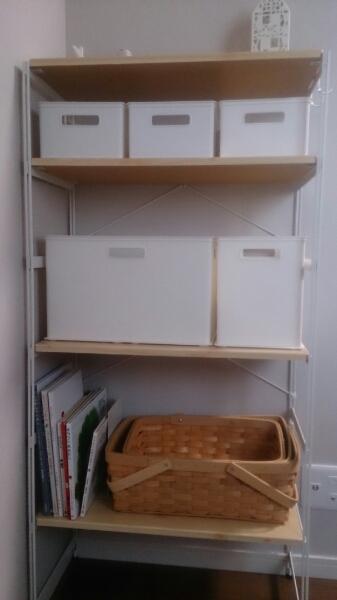 これまで主寝室に置いていた sarasaさんのラック を撤去し、 子ども部屋のおもちゃ&絵本の収納に使います。
