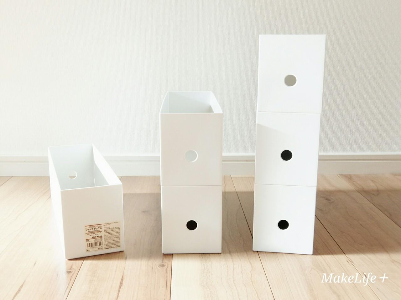 ポリプロピレン頑丈収納ボックス。 IKEAのハンガーラックの下に置いてます。 ラックは高さがあるので下の部分を収納スペースに。