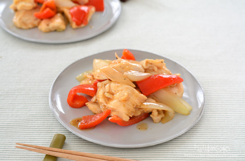 鶏肉と玉ねぎのごま油レンジ炒め_かどや2102-3