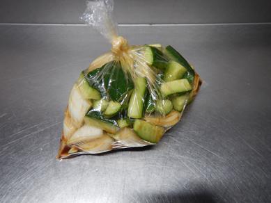 きゅうりと新玉ねぎのピリ辛漬け200307-P1