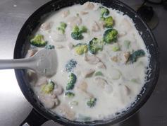 むね肉とブロッコリーのチーズクリーム煮210208-P4