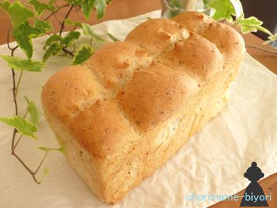 ミックスハーブ&チーズ食パン
