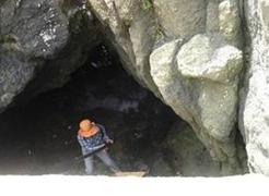 犬岩海蝕洞清掃