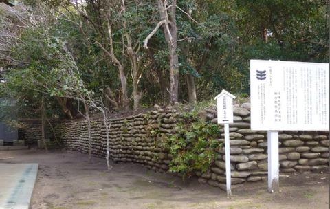 67玉崎神社の石塁