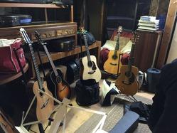 出番を待つギター達