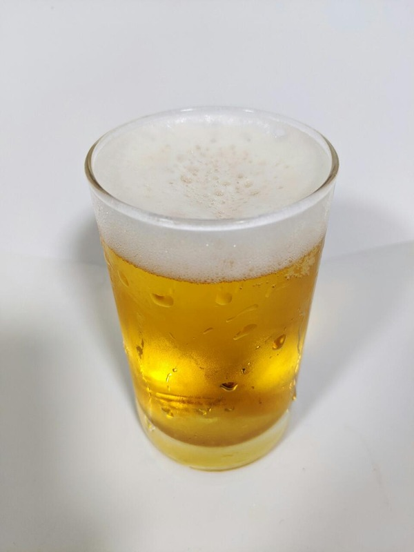グラスに注がれたビールテイストの発泡酒