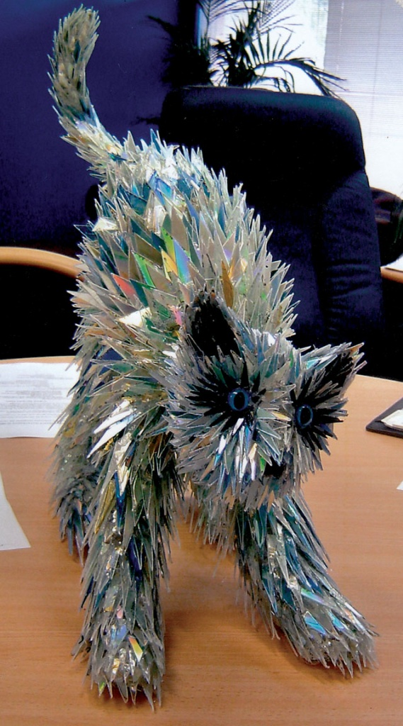 animal-sculptures-made-from-cds-2(拡大表示)