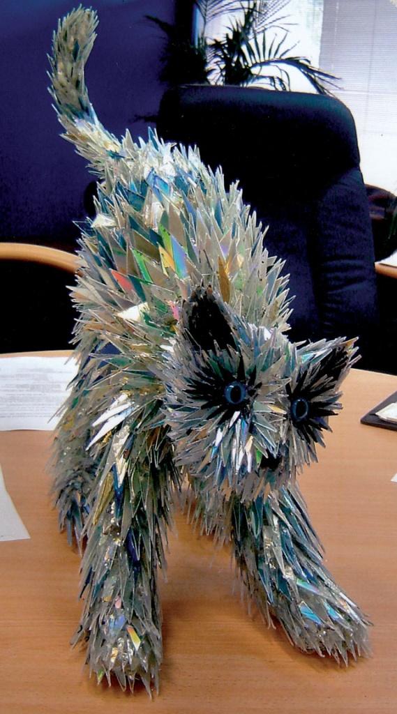 animal-sculptures-made-from-cds-2(拡大表示)