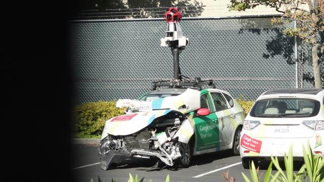 事故ったGoogle車(拡大表示)