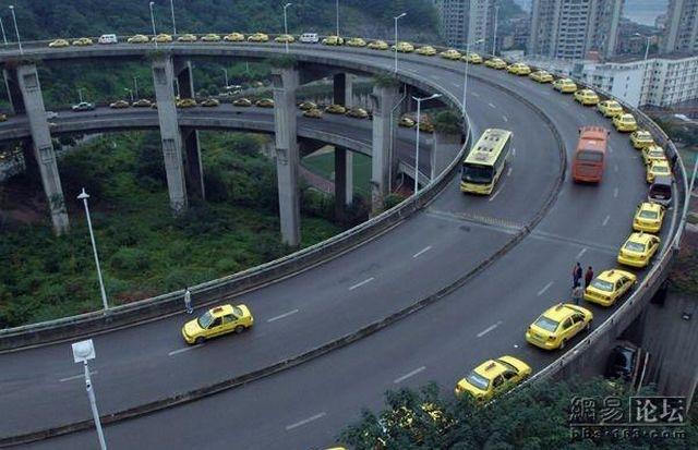 タクシー渋滞1(拡大表示)
