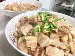 豚の角煮と焼き豆腐の煮物