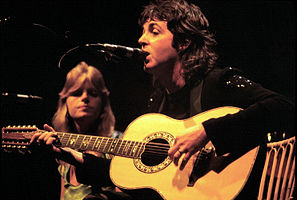 297px-Paul_McCartney_with_Linda_McCartney_-_Wings_-_1976