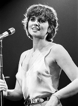 1978-Linda-performing-300