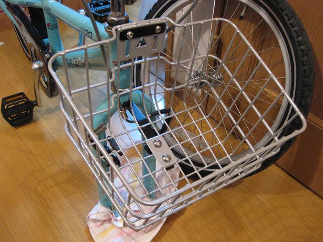 逆さまにしていた自転車をもと ...