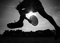 frisbee bw